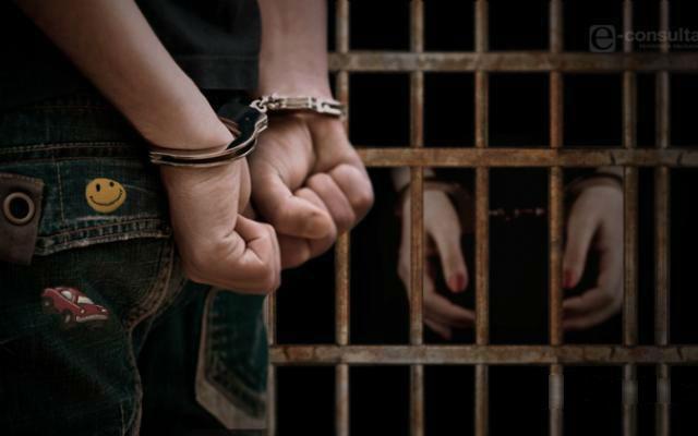 Procesan por feminicidio a menor que asesinó a joven en Ajalpan