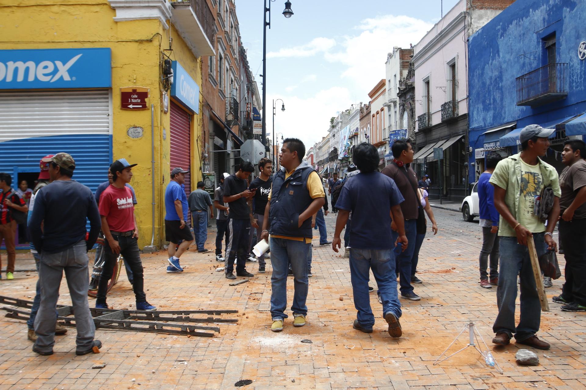 Culpan a ambulantes de Fuerza 2000 de disparar contra policías