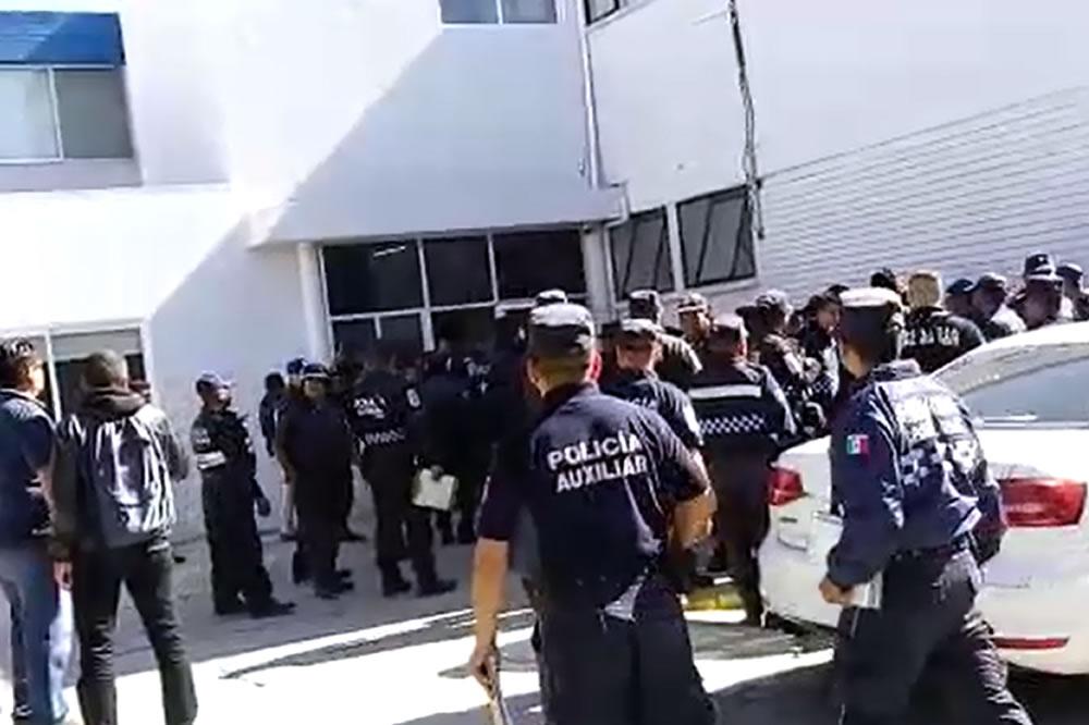 Despiden a 46 policías auxiliares; reclaman pago de liquidaciones