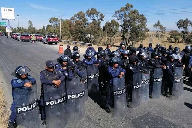 Policía se adelanta a protesta y cierra la federal Puebla-CDMX
