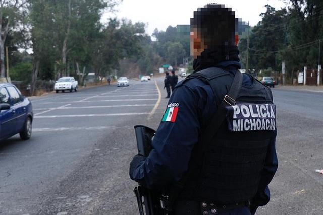 Balacera entre policías y civiles deja 5 muertos en Michoacán