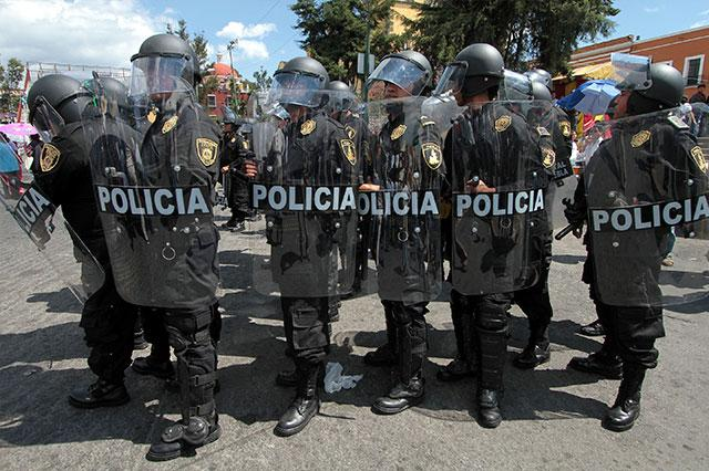 Truenan 47 policías y 17 mandos poblanos deben prueba de confianza