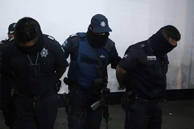 Caen dos policías de la capital por proteger a huachicoleros