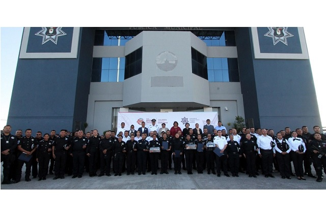 Karina Pérez Popoca entrega 424 uniformes a elementos de la SSPTM de San Andrés