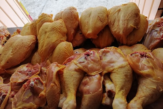 Baja el consumo de pollo en Tehuacán por cierre de hoteles y restaurantes