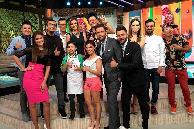 Ex conductor de Venga la Alegría llega a Televisa y presume foto