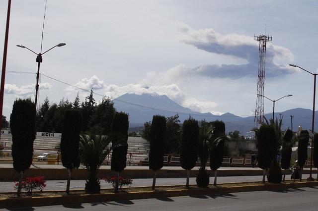 Ocho explosiones y fumarola de más de 3 km, en el Popocatépetl