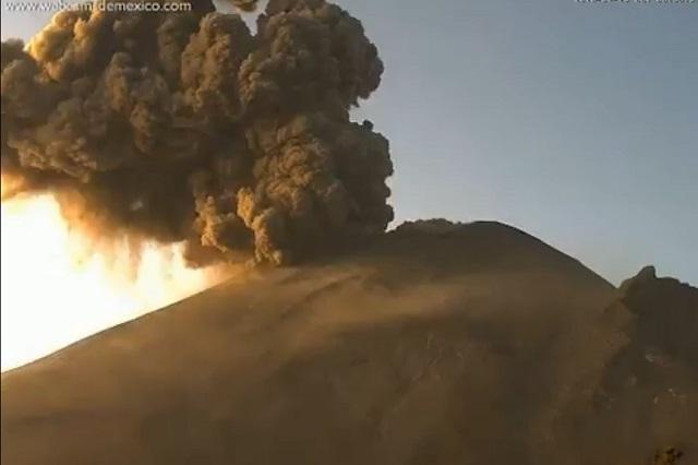 Registran en el Popocatépetl explosión y columna de ceniza y gases