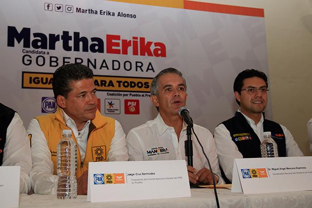 En Puebla la contienda es entre Alonso y Barbosa, admite Mancera