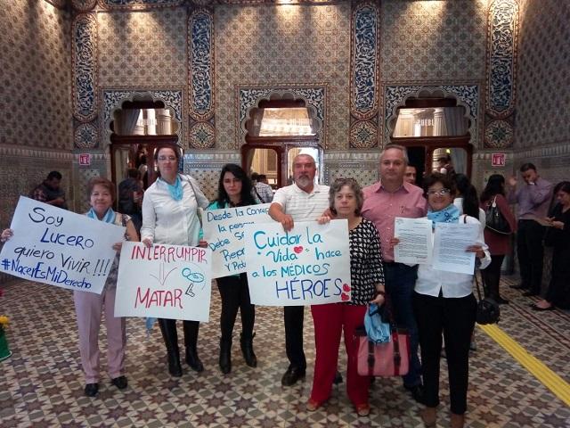Protestan en el Congreso contra el aborto y el fiscal estatal