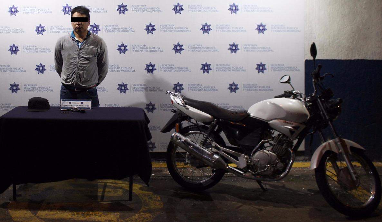 Lo detienen por ir armado y en una motocicleta robada