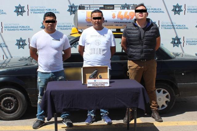Detienen a tres por portación ilegal de arma en Puebla