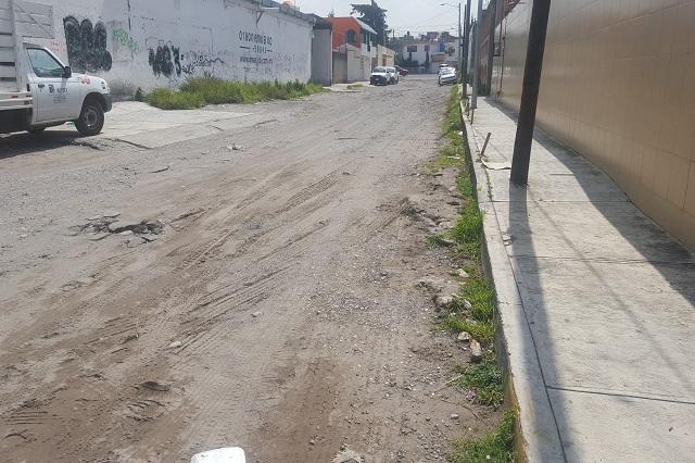 Calles sin pavimentar rodean obras de la ciclovía de 271 mdp