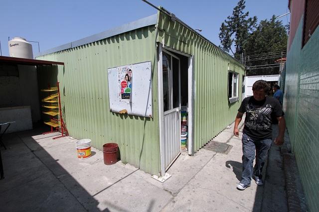 Desde hace 8 años toman clases bajo techos de lámina en la México 68