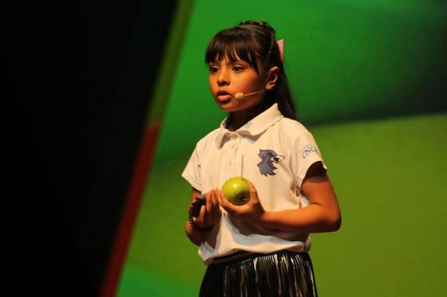 Ella es Adhara, la niña mexicana que es más inteligente que el mismo Einstein