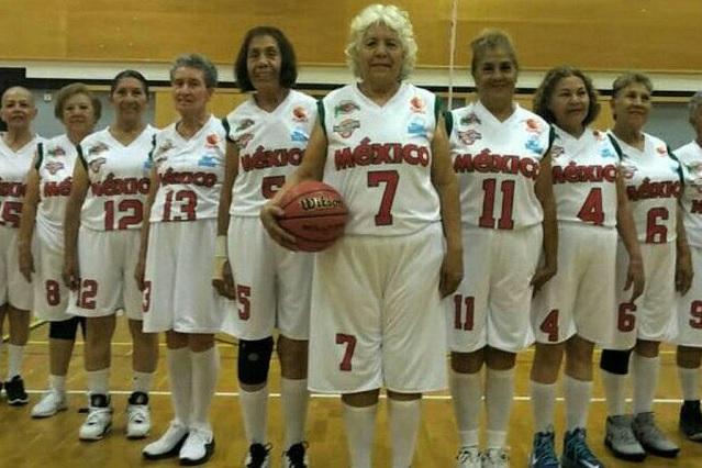 Adultas mayores ganan mundial de basquetbol en Finlandia