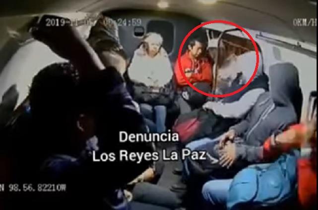 Video: A balazos, asaltan a pasajeros de combi en Estado de México
