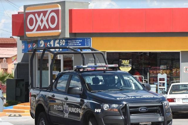 Policía detiene a dos asaltantes de Oxxo en Los Ángeles Mayorazgo