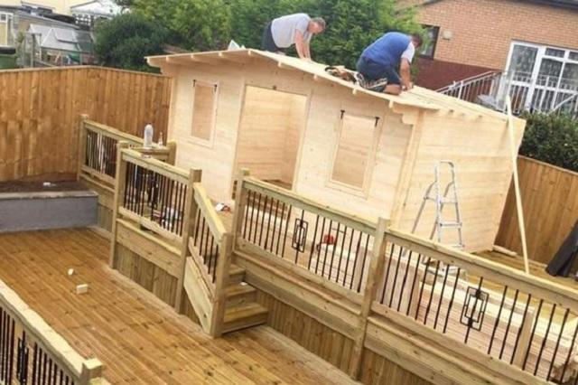 Mujer construye bar en su jardin para evitar que su esposo se escape