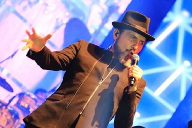 Video: Reyli sufre aparatosa caída durante concierto en Chiapas