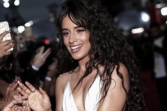 Deslumbra Camila Cabello en los MTV VMAs