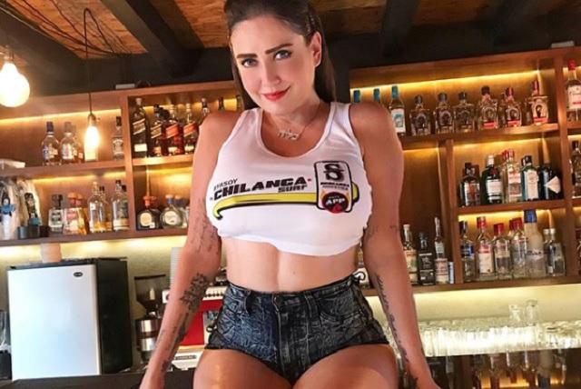 Celia Lora reta a Instagram con una sensual fotografía mostrando los pechos