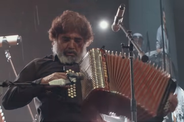 Escucha algunas de las mejores colaboraciones de Celso Piña
