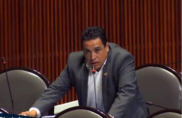 Diputado invita a familias mexicanas a tener un arma en casa
