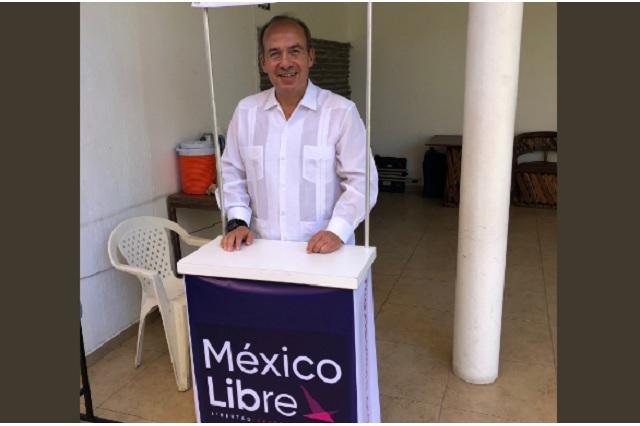 Video: Felipe Calderón regaña a señora en asamblea y ésta se va
