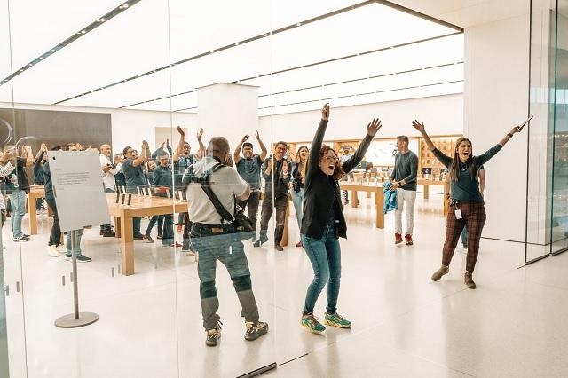 Hacen fila en CDMX para comprar el nuevo iPhone 11