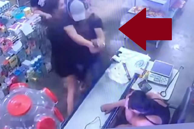 Video: hombre dispara contra su esposa; se salva de milagro
