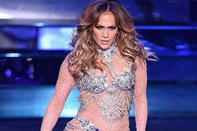 Demandan a Jennifer López por cantar desnuda en Egipto