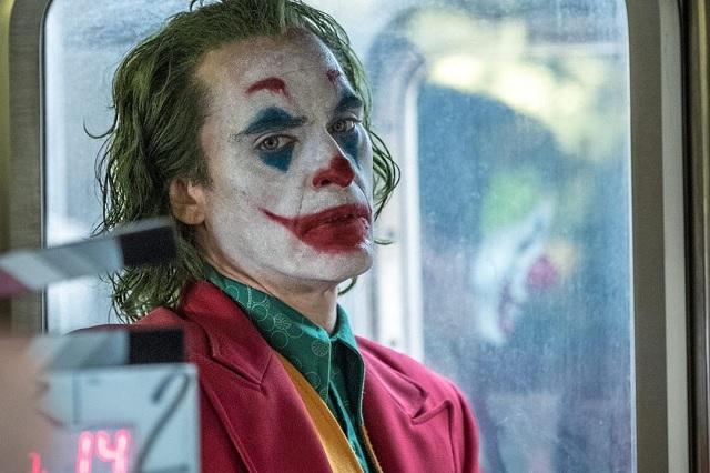 Al estilo Joker, asaltan Coppel en Puebla