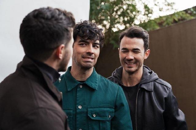 Jonas Brothers comparten su número telefónico en redes