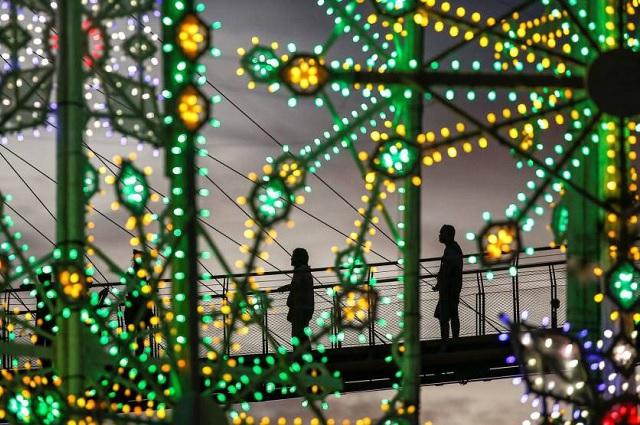 ¿Por qué utilizamos luces de colores en Navidad?
