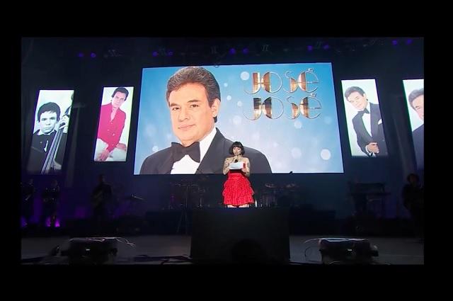 Mon Laferte dedica emotivo discurso a Chile durante tributo a José José