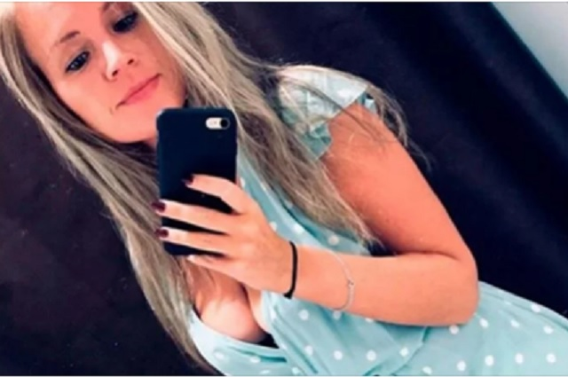 Joven muere electrocutada; su celular cayó en la tina