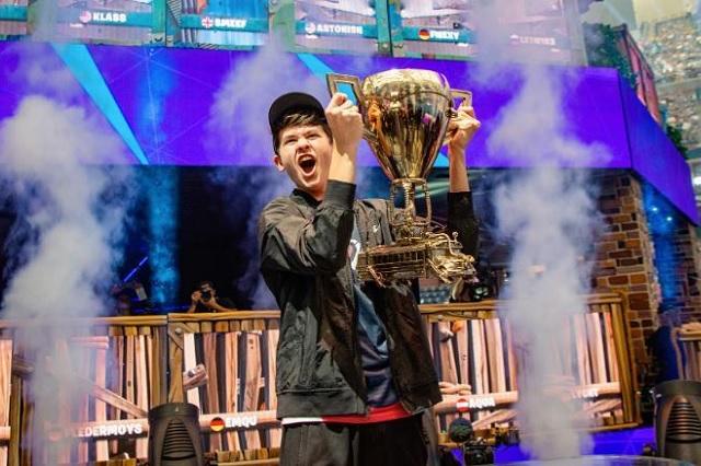 Tiene 16 años y gana 3 millones de dólares por jugar Fortnite