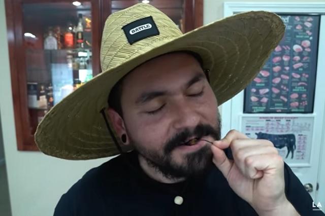 Así reaccionó youtuber mexicano al probar chile más picoso del mundo