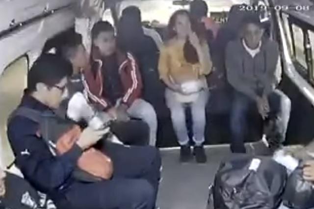 Video: Pasajeros persiguen y detienen a sus asaltantes