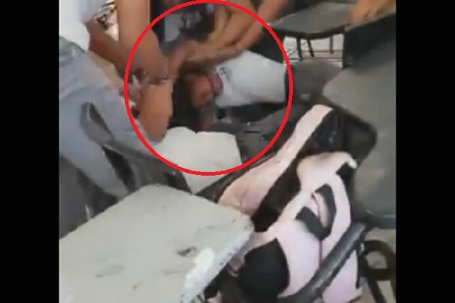 Pelea en CBTis deja sin cuero cabelludo a una joven