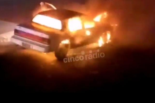 Cierran Periférico Ecológico por incendio de auto