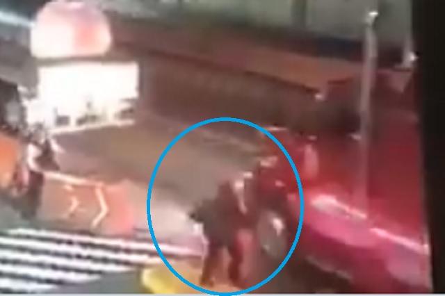Captan momento en que arrollan a policía en caseta de Veracruz