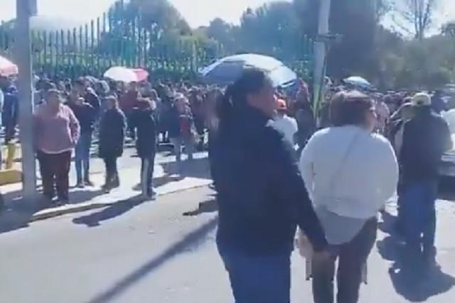 Protestan en calles de Tlaxcala para ver a Carlos Rivera