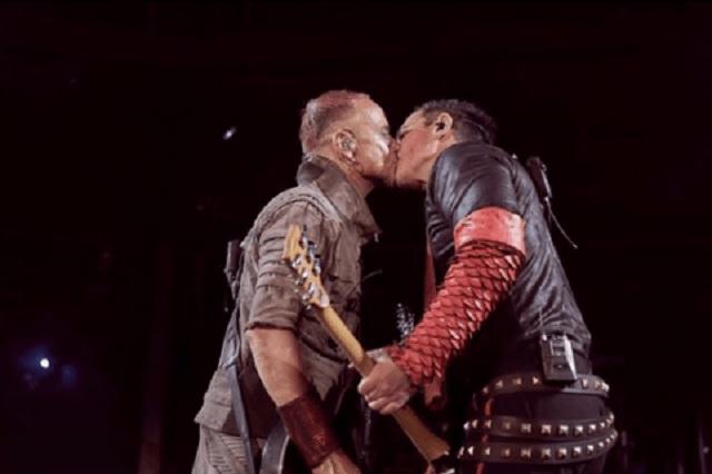 Beso entre integrantes de Rammstein fue por esta razón