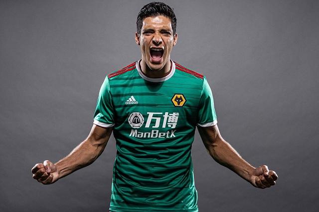 Raúl Jiménez inspiró a Wolves para su nuevo uniforme