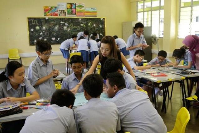 Singapur elimina exámenes para frenar suicidios