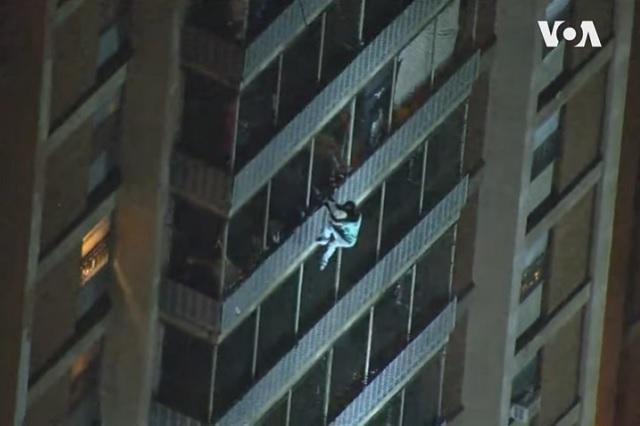 Realidad supera ficción: mira al Spider-Man de Filadelfia