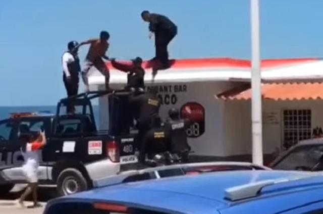 Video: supuesto ladrón logra escapar de 8 policías