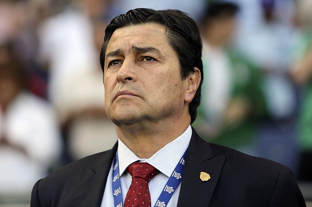 Luis Fernando Tena, el elegido para salvar a Chivas